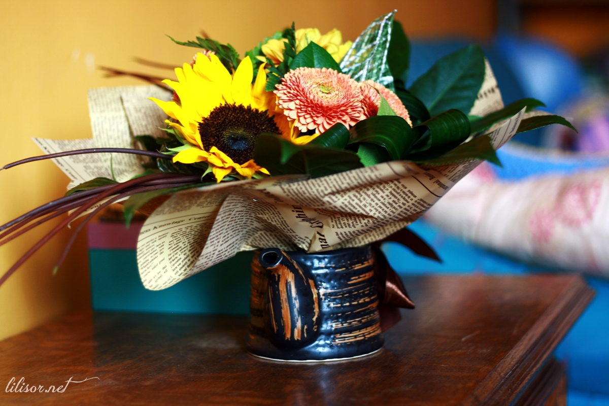buchet de flori in ceainic