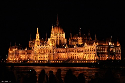 parlament-maghiar-noaptea