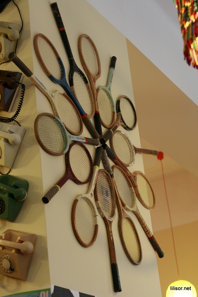 rachete de tenis in lactobar retro bistro
