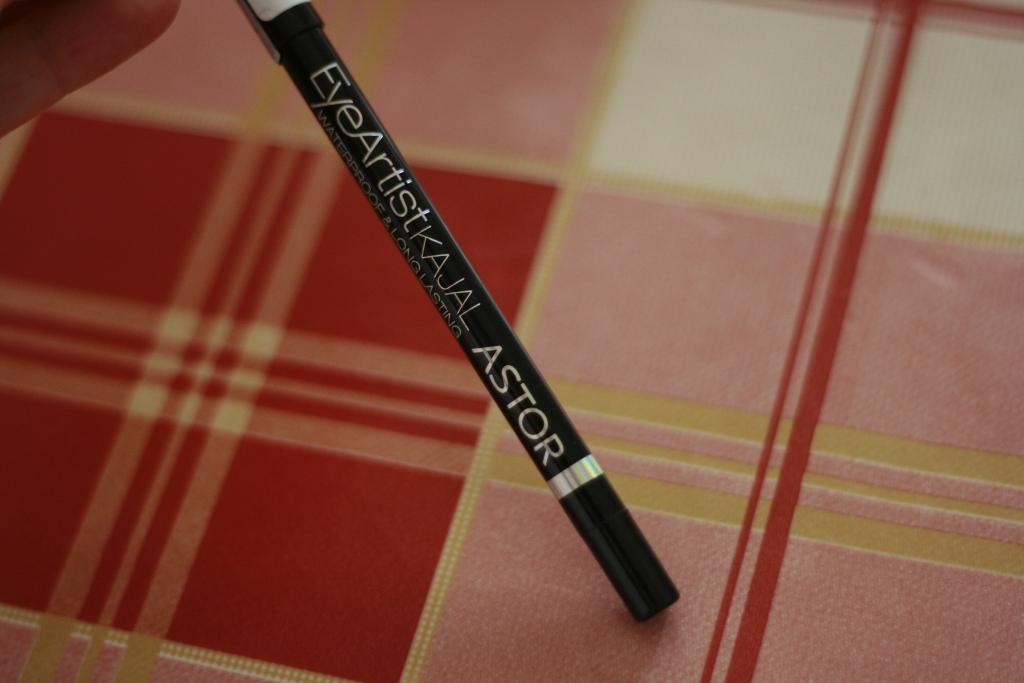 creion de ochi kajal astor