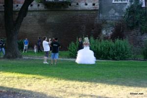mirele face balonase in pozele de nunta