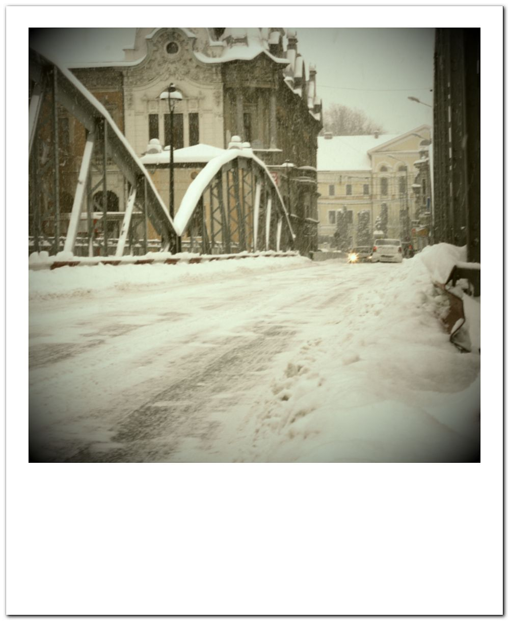 podul de fier sub zapada