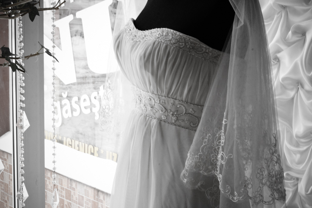 rochie mireasa silueta subtire