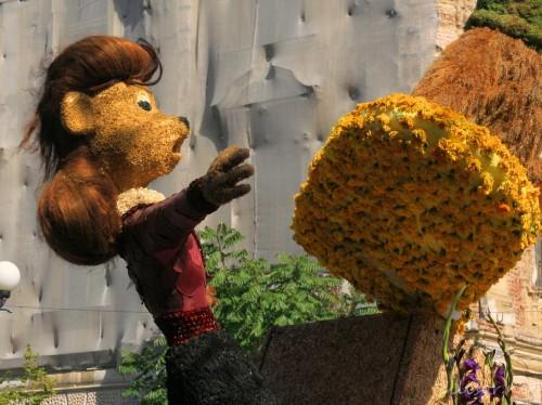 personaje din flori carnavalul florilor oradea
