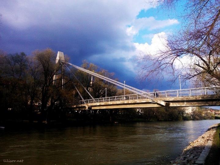 malul crisului si podul intelectualilor